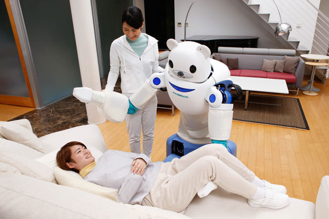 Japan-has-created-a-robot-bear-that'll-help-nurses-take-care-of-their-patients8